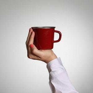 Kaffeetasse Randen Bordeaux, im Innern des Bodens befindet sich das kleine Herz: mit Herz & Verstand